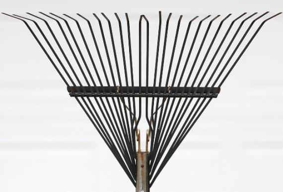 Metal bow rake